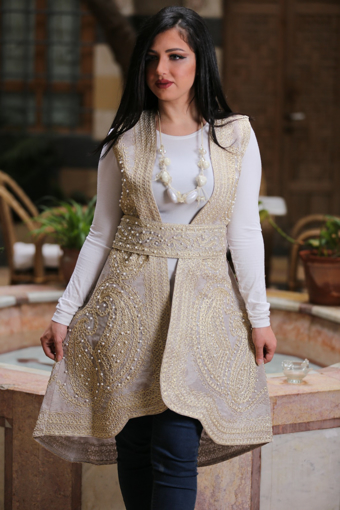Picture of Short gilet with belt & pearl